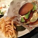 Dinner JOY - アボカドた~っぷりのAvocado Burger<3 口に入りきらないっ!!!