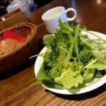 Furenchishokudoubudou - サラダ(手前)とパン(左側)にスープ(奥) 202006