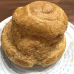 近江屋洋菓子店 - 伝統のシュークリーム