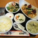 玲鈴 - イカと野菜の唐辛子炒め定食