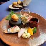 131104724 - 西京漬けにしたフォアグラとマンゴーの最中                        カプレーゼ・ビアンコ                        サンダニエーレ産プロシュートとサラミ                        パルミジャーノ・レッジャーノのクレーム・ブリュレ                        時季の野菜の蟹味噌バーニャ・カウダ