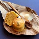 131104729 - 黒豆ときな粉のパン・オ・ルヴァン                          粕漬けにした豆腐のクリーム                                                  蕎麦粉と豆乳ヨーグルトのシフォン                          蕎麦と米飴、樽熟成の朴葉味噌                                                   発酵キタアカリとパルミジャーノ・レッジャーノのフォカッチャ