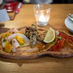 AURELIO - アンティパスト・ミスト メカジキの燻製とオレンジ 真鰯のヴェネツィア風マリネ ペペロナータ焼きパプリカのマリネとツナ
