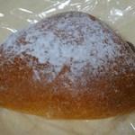 ブレッドルーム - クリームパン147円
