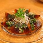 中国料理 琥珀 - 烏骨鶏ピータンの香味ソースがけ