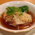 中国料理 琥珀 - 金目鯛の葱、生姜蒸し フィッシュソースがけ