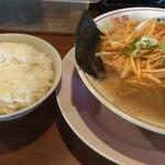 東京豚骨 じゃんだら - 平日のランチタイムはライスが食べ放題です。