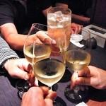13112081 - 白ワインでカンパ~イ♪