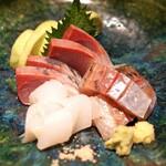 高太郎 - お造り  天草産の釣り鯵、天草産のかんぱち、天草産のアオリ烏賊 と大阪の 泉州水茄子