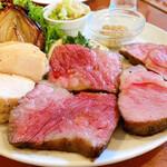 カリーナ カリーナ - お肉のロースト3種盛り合わせ