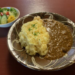 高砂屋 - 料理写真:鳥取県産むかごと鶏ひき肉のカレー サラダ付き