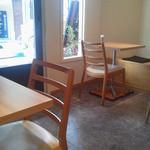 洋食堂 はなや - 綺麗な店内です。