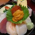末留田 - 料理写真:海鮮丼