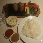 溶岩焼肉ダイニング bonbori - 牛ハンバーグステーキの溶岩焼¥1050-