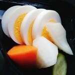 サバービア - 野菜とゆでたまごのピクルス