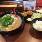 らーめん専門店 麺楽 - 料理写真:唐揚げセット。唐揚げは、3個付いてます
