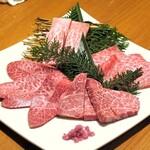 炭火焼肉・韓国料理 KollaBo - A4~A5の最上級黒毛和牛