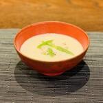 馳走2924 - ② 新玉葱(兵庫県淡路島産)摺り流しの冷製スープ、アスパラソバージュ(フランス産)載せ:古九谷