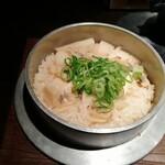 銀しゃりdining 火土木 - あさりとたけのこの釜飯。あぁ、こらうめぇわー、という感じの日本人で良かった系のおいしさです。旬の食材を上手く生かしているのが嬉しいです。