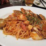 キンピラキッチン - 魚介のトマトソースパスタ