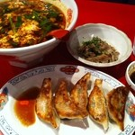 桝元 - 辛麺(こんにゃく麺・3辛)・トロトロミニなんこつ・焼き餃子)