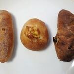パン工房 マロン - 料理写真:左から 黒豆フィセル、じゃがフランス、くるみレーズン