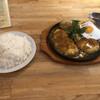 バズ グリル - 料理写真:ウィズチーズハンバーグ 400g 目玉焼き、ソーセージ ライス大盛りセット