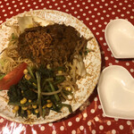 Kicchinnananisan - カレー焼きそば。オサーン2人にハートの取り皿(笑)
