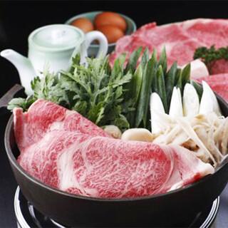 《国産牛すき焼き》贅をつくした旬の味わいをご堪能ください。