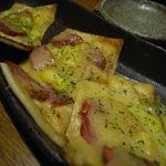 地酒とそば・京風おでん 三間堂 - 鴨スモーク和風ピザ