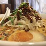 永吉 - もやしマウンテンと味付け牛ひき肉。 刻み竹の子もあり食感が楽しい。