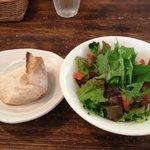 イタリアン食堂 良's - 天然酵母のパンとサラダ