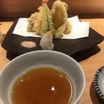 魚河岸 次郎松 - 次郎松御前3800円。天麩羅。立派な盛り合わせです(^。^)。揚げたての天ぷらは、食欲を増進させますね。されなくてもありますが(笑)。車海老とアスパラが、とても美味しかったです(╹◡╹)