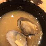 魚河岸 次郎松 - 次郎松御前3800円。アサリの味噌汁。立派なアサリが3粒入り、貝の風味も感じられる、美味しいお味噌汁です(^。^)