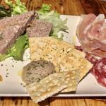 HAGARE - お肉の前菜盛り合わせ