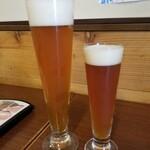 VECTOR BEER - パイント左とグラス右