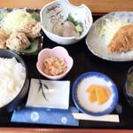 富士屋 - 料理写真:日替わり定食 三品選択(カレイのフライ、ヒラメの刺身、鶏の塩唐揚げ)外税¥1000
