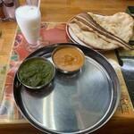 グレート・インディア - 2種類のカレー(ビーフ、ほうれん草とチキン)