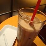 エクセルシオールカフェ - アイスロイヤル310円也。