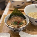 麺屋 猪一 離れ - 白菜と椎茸の鶏せせりつけそば(薄口醤油) 1,200円 (つけ汁温)