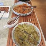 13123407 - なすやきんぴらなど、素朴な和食が並びます。
