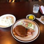 レストラン ジロー - 料理写真:メンチカツベーコンソテーランチ830円、これに味噌汁とドリンクがつきます