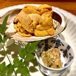 131245788 - 鮑の生雲丹焼き(北海道)〜焼いた鮑に、軽く炙った生雲丹をのせて頂きます。