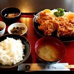 伊奈八 - 唐揚げ定食(税込1100円)