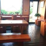 郷のパン工房 GLANz Mut そばの実カフェ - 併設カフェの様子