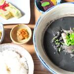 オーガニックキッチンFarve - イカスミ汁たっぷりで元気モリモリ!