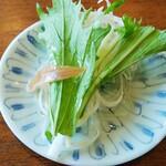 レストラン 蔵王 - 生ハムの切れ端が乗ったサラダ