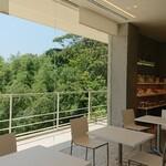 ル・ミリュウ - 1階テーブル席