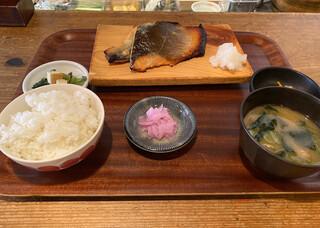 臥薪 - 鮭の西京焼き定食