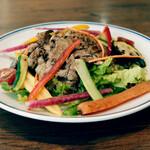銀座でワイン。 - 炭焼き豚と夏野菜のサラダ仕立て